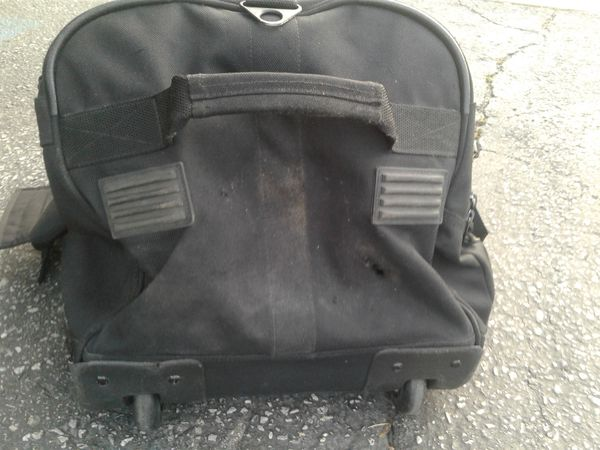 Large L.L. BEAN Rollling Duffle With Extension Handle, Has Small Hole At Bottom of Bag, just wanted to let you know!!!