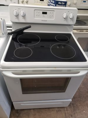 Frigidaire white stove electric for Sale in Hartford, CT