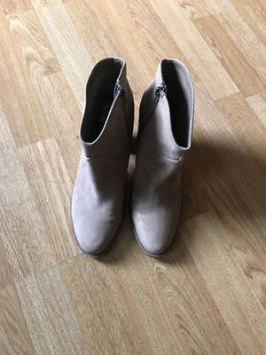 Grayish/ tan boots size 8.5 for Sale in Portland, OR
