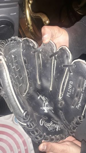Baseball glove for Sale in Queens, NY