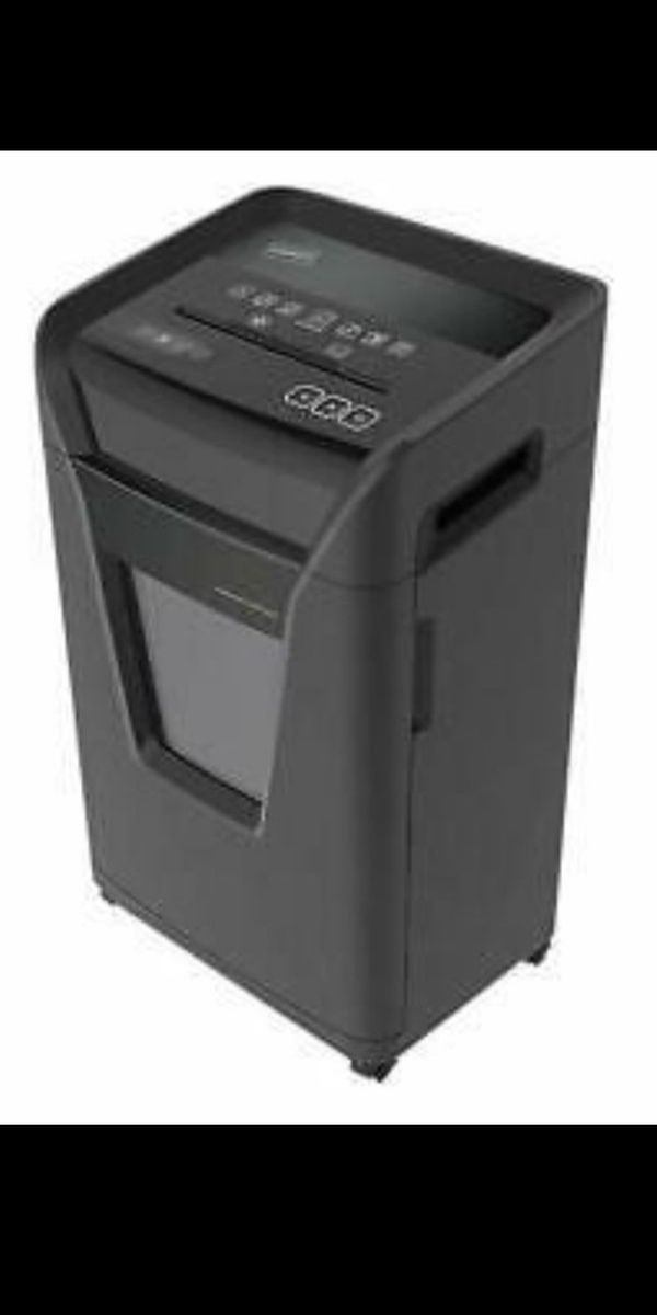 Staples 24-Sheet Cross-Cut Commercial Shredder SPL-BXC242A-CC, 8 Gallon Capacity