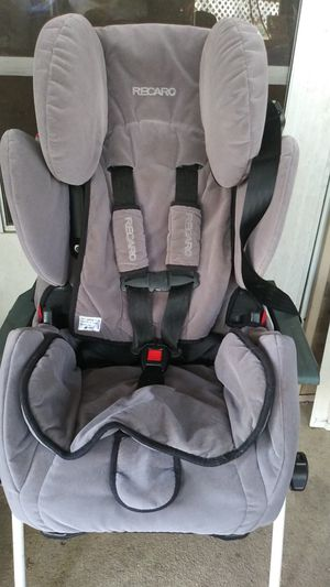 RECARO. CONVERTABLE CAR SEAT RESRAINT for Sale in Gulfport, MS