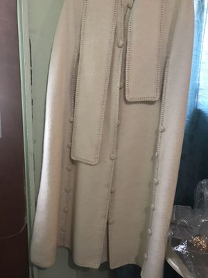 Coat FOR WOMAN LIGHT USE HAND MADE OF ALPACA FANCY CLOTHES, fancy good condition its warm for Sale in Los Angeles, CA