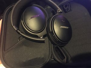 Bose noise canceling headphones for Sale in Fresno, CA