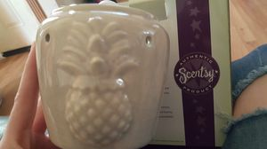 Scentsy warmer with wax melts for Sale in Elyria, OH
