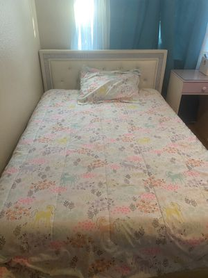 Full size bed with desk for Sale in Murrieta, CA