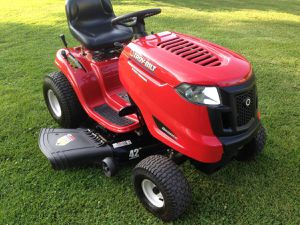 New Troy-Bilt Auto Bronco 42 inch for Sale in St. Cloud, FL