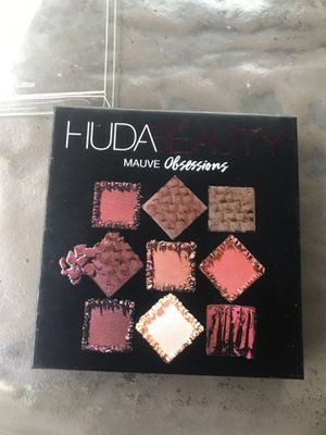 HUDA beauty eyeshadow palette for Sale in St. Petersburg, FL