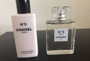 Chanel Nْ 5 Perfume and Body Lotion gift set for Sale in Phoenix, AZ