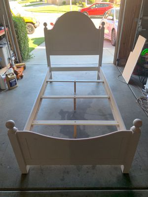 White twin bed frame and nightstand for Sale in Beaumont, CA