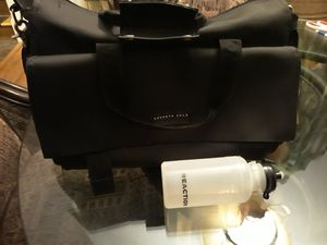 KENNETH COLE REACTION GYM TRAVEL duffle bag. NEW.... for Sale in Palatine, IL