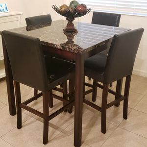 Nook Area Dining Table for Sale in Gibsonton, FL