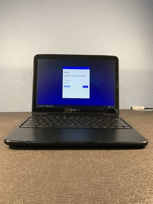 """SAMSUNG XE500C21-AZ2US Chromebook 12.1"""" 2GB RAM 16GB SSD chargers including for Sale in Philadelphia, PA"""