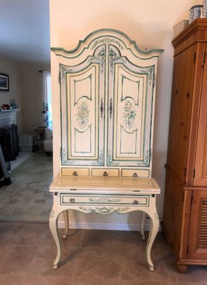 Beautiful Desk with Hutch for Sale in Clayton, CA