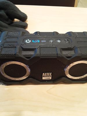 Altec bluetooth speaker n charger for Sale in Minneapolis, MN