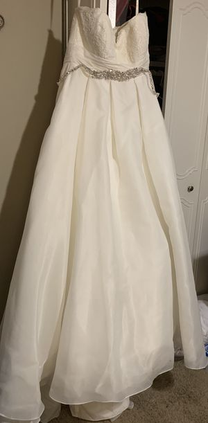 Off-white wedding dress for Sale in Griffith, IN