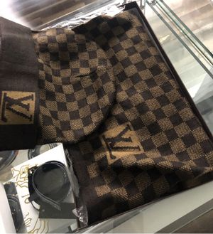 Louis Vuitton hat and scarf set for Sale in Chicago, IL