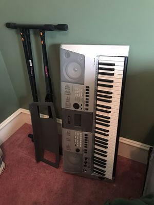 Yamaha PSR-E413 Keyboard with Stand for Sale in Watkins Glen, NY