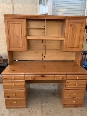 Computer Desk with Hutch and Lights for Sale in Hacienda Heights, CA