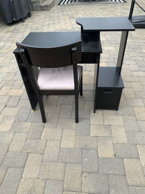 Desk and chair for Sale in Downey, CA