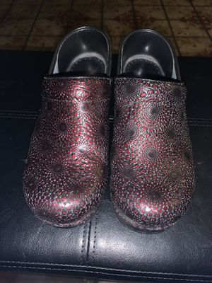 Dansko wine medallion style shoes ! Euro Size 36 US Size 6 for Sale in San Diego, CA