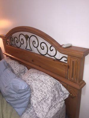 Wooden Bedroom set for Sale in Hialeah, FL