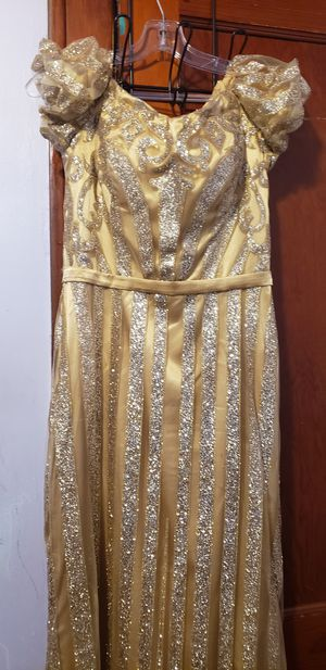 Off shoulder dresses medium size worn once... for Sale in Dearborn, MI