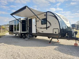 2018 Prime Time Lacrosse Luxury Lite 330RST Forest River 38ft for Sale in Red Oak, TX