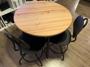 Breakfast table - 2 chairs - 40$ for Sale in Seattle, WA