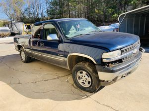 Part Out 2000 Cheverolet Silverado Z71 Engine Transmission 4x4 Leather for Sale in Douglasville, GA