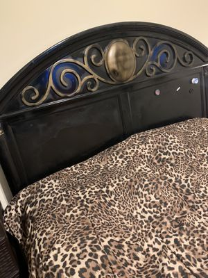 Queen Bed frame and mattress for Sale in Atlanta, GA