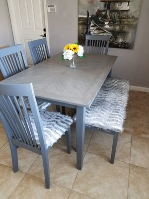 Dining table with 4 chairs and one bench for Sale in Palm Springs, CA
