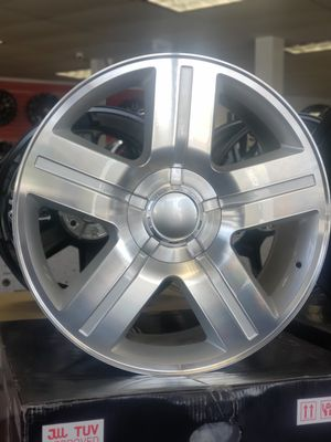 """22"""" Texas Style Wheels 22x9 6x139.7 Silver Machine Face tires Available 2000+ up Chevy 1500 Tahoe Saburban GMC Yukon Sierra for Sale in Bellflower, CA"""