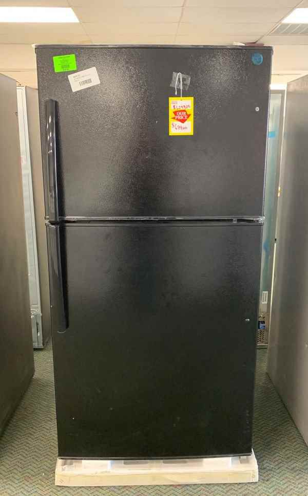 New GE top and bottom refrigerator!! XS H
