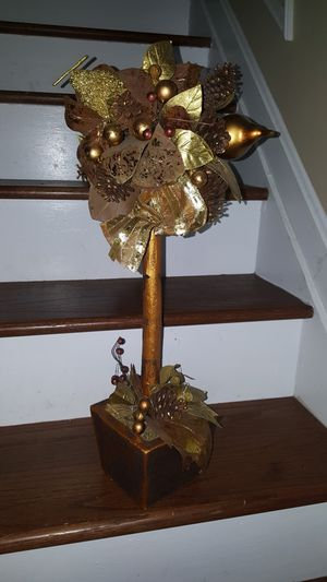 22 golden planter for Sale in Germantown, MD