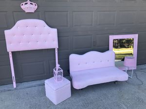 Beautiful pink and diamond twin headboard,futon,large mirror,ottoman,lamp,candle lamp and princess crown (smoke,pet)free home no stains or marks prac for Sale in Haines City, FL