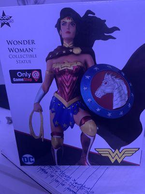 Wonder Women Collectible statue for Sale in Miami, FL