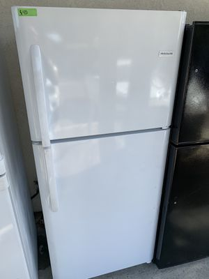 Frigidaire white top freezer refrigerator for Sale in Lakewood, CA