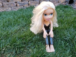 2003 MGA Entertainment Bratz Funky Fashion Makeover Cloe Doll Full Body Large Sitting Styling Head for Sale in Las Vegas, NV