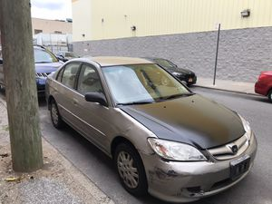 2004 Honda civic looks and runs good for cylinder great on gas for Sale in Queens, NY