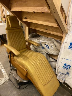 Reclinable chair on wheels for Sale in Murrysville, PA