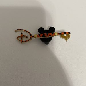Disney store mystery Key Pin- Tigger for Sale in Mesa, AZ