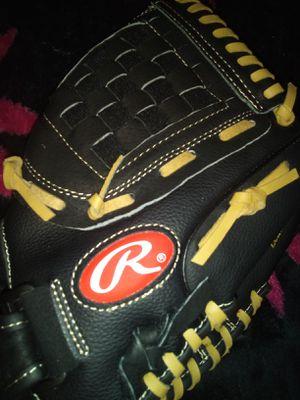 Baseball glove for Sale in Bakersfield, CA