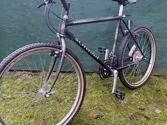 "Sweet Schwinn Mountain Bike. Small-Medium Size With 26"" Wheels for Sale in Puyallup,  WA"
