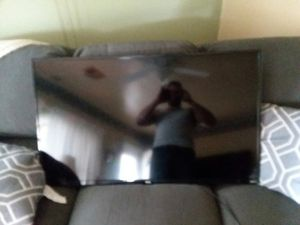 Tcl roku t.v. for Sale in Whitehall, OH