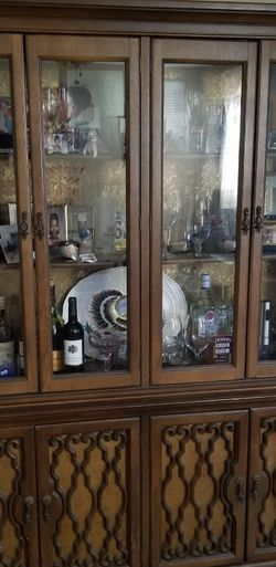 PICKUP ASAP!! DINING ROOM SET & CHINA CABINET!! for Sale in Philadelphia,  PA