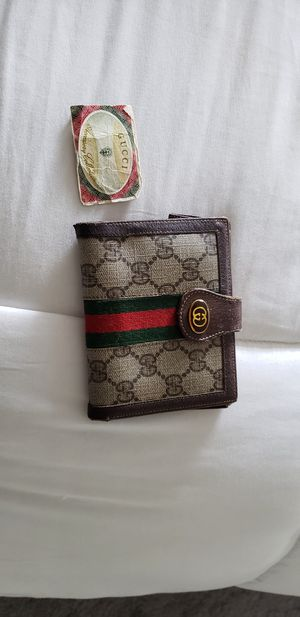 Gucci Classic compact wallet tan and brown with red and green. for Sale in SeaTac, WA