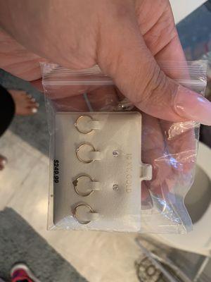 10k Gold earrings for girls for Sale in Fort Lauderdale, FL