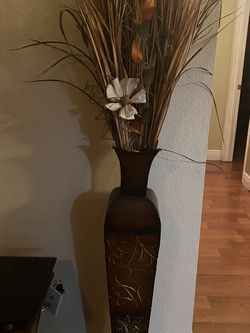 vase with flowers for Sale in Lake Worth,  FL