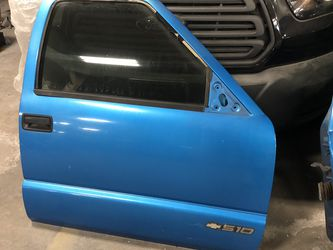 Chevy S10 Doors With Tinted Windows for Sale in Hines,  IL